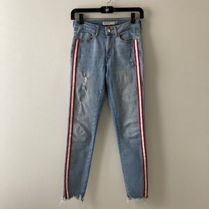 Stretchy distressed skinny jeans